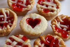 mini pies instead of cupcakes :) Mini Desserts, Just Desserts, Finger Desserts, Mini Appetizers, Cherry Desserts, Plated Desserts, Mini Pie Recipes, Muffin Tin Recipes, Muffin Tins