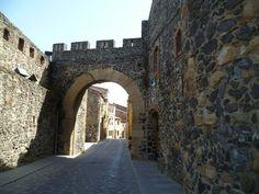 Publicamos el recinto amurallado de Hostalric. #historia #turismo http://www.rutasconhistoria.es/loc/recinto-amurallado-hostalric