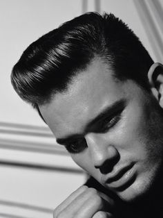 Jeremy Irvine by Ben Weller Jeremy Irvine, Handsome Faces, Hair And Beard Styles, Art Photography, Singer, Actors, Black And White, Male Fashion, Mens Hair