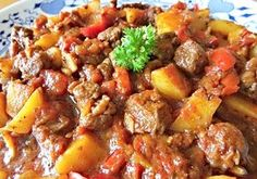 Stitch Lines: Beef Stew. Goulash, Pot Roast, Stew, Food And Drink, Meat, Cooking, Ethnic Recipes, Stitch Lines, Hands