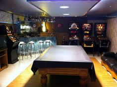 Slot racing track, pinball machines, arcade systems, beamer & screen, fat sound system... the most complete mancave ever!