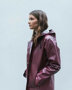 Heavy duty rainwear and raingear from the Icelandic fashion brand. How to combine a PVC raincoat into a stunning look for rainy weather H&m Raincoat, Green Raincoat, Raincoat Outfit, Long Raincoat, Plastic Raincoat, Best Rain Jacket, Rain Jacket Women, Raincoats For Women, Trench Coats