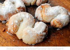Fiocchi di neve ricetta biscotti siciliani con mandorle | Arte in Cucina Italian Cookie Recipes, Sicilian Recipes, Italian Cookies, Sicilian Food, Biscotti Cookies, Cake Cookies, Cupcake Cakes, Italian Biscuits, Italian Pastries