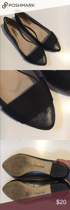 Louise Et Cie Lo essy ballet flat black Classy Louise et Cie pointed toe ballet flat show. Some wear on heel and sole, also slight spot on front ribbon and some wear inside shoe. Please see photos. Priced accordingly.  Quality shoe with plenty of life left! Women's size 6.5 or 36.5 european  Leather upper louise et cie Shoes Flats & Loafers