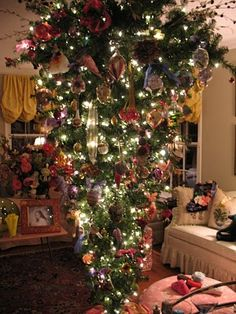 Chinoiserie Chic: My Upside Down Christmas Tree