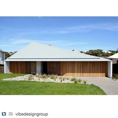 #Repost from @vibedesigngroup  New Work: Sorrento House 1 - 2016 Low-slung ocean grey angular roof constructed from 18m sheets of custom @colorbondsteel punctuated by a cast concrete chimney. See more at vibedesign.com.au #sorrentohouse1 #colorbond #modernbeachhouse #beachhouse #coastal #design #vibedesign #timbercladding by colorbondsteel #modernbeach