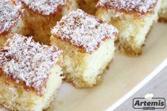 Ανάλαφρο κέικ ινδοκάρυδου Ένα πανεύκολο κι ελαφρύ κέικ! Η συνταγή δίνει ένα εκπληκτικά αφρούγιο κέικ που δεν σε λιγώνει καθόλου.  Υλικά Για το κέικ 1 ποτ. λάδι (ή ½ λάδι-½ βούτυρο) 1 ποτ. ζάχαρη 5 μεγάλα αυγά 2 ποτ. αλεύρι φαρίνα 1½ Greek Sweets, Greek Desserts, Summer Desserts, Sweets Recipes, Candy Recipes, Cooking Recipes, Greek Cake, Greek Pastries, Sweets Cake