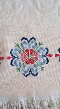 This Pin was discovered by Esr Cross Stitch Boarders, Cross Stitch Rose, Cross Stitch Charts, Cross Stitch Designs, Cross Stitching, Cross Stitch Patterns, Folk Embroidery, Embroidery Patterns Free, Cross Stitch Embroidery