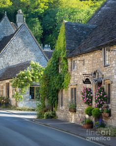 Early Morning in Castle Combe, the Cotswolds, Wiltshire, England. Cute Cottage, French Cottage, French Chateau Homes, French Mansion, Castle Combe, Tudor House, Stone Houses, Beautiful Buildings, My Dream Home