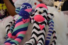 DIY sock monkey! Super easy step-by-step directions to make at home (great for a holiday kids activity!)