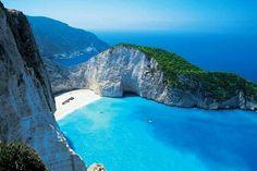 ザキントス島(ギリシャ) ※ジブリアニメ「紅の豚」のモデルとなった pic.twitter.com/4rilhZBelB