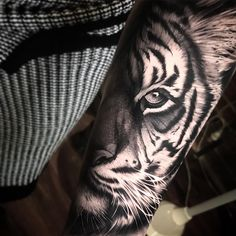 Tiger on Tigerlily @theblackmarktattoo @thestashhouse @inkjecta #Regram via @benthomasart