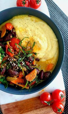 Red bean curry with vegetables, accompanied by a creamy polenta. All vegan and gluten free. Plat Vegan, Cooking Pork Tenderloin, Beans Curry, Healthy Food Alternatives, Healthy Snacks, Healthy Recipes, Fast Recipes, Vegetarian Menu, Greens Recipe