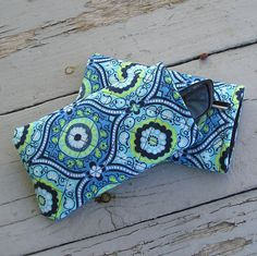 Handcrafted Soft Sunglass / Eyeglass / Gadget Case - Fits iPhone 5 and Samsung Galaxy Small Quilt Projects, Quilting Projects, Sewing Projects, Arts And Crafts, Diy Crafts, Crochet Quilt, Amy Butler, Sewing Accessories, Small Quilts
