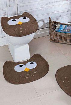 Corujinhas com olhar curioso Bathroom Crafts, Bathroom Sets, Decor Crafts, Diy And Crafts, Home Decor, Jean Crafts, Diy Handbag, Owl House, Crochet Bunny
