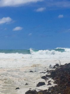 wave carnage in Hawaii - https://delicious.com/oahusurf