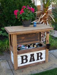 Pallet Tables Rustic mini table cooler bar for Sale in Murrieta, CA - New (never used), Rustic table cooler. Make an offer! Outdoor Bar Cart, Outdoor Cooler, Diy Outdoor Bar, Pallet Table Outdoor, Pallet Seating, Pallet Tables, Bar Furniture, Pallet Furniture, Furniture Layout