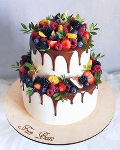 Banana cake with banana - HQ Recipes Pretty Cakes, Beautiful Cakes, Amazing Cakes, Decoration Photo, Drip Cakes, Fancy Cakes, Love Cake, Celebration Cakes, Cake Designs