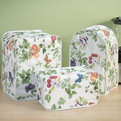 Kitchen appliance covers can easily be made to fit any of the small appliances that sit on your counter. These kitchen appliance covers can be crafted quickly in an afternoon. Diy Kitchen Appliance Covers, Diy Kitchen Appliances, Small Appliances, Sewing Crafts, Sewing Projects, Sewing Ideas, Easy Projects, Toaster Cover, Kitchen Installation