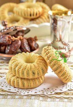 Easter Cookie Recipes, Dessert Recipes, Algerian Recipes, Algerian Food, Fruit Buffet, Date Cookies, Biscotti, Food Pictures, Finger Foods