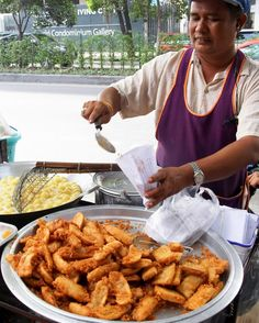Thai fried bananas, also known as kluay khaek, are a popular dessert and snack food found throughout the streets of Thailand. Learn how you can make them at home. Fried Banana Recipes, Banana Dessert Recipes, Baked Banana, Snack Recipes, Healthy Recipes, Thai Fried Banana Recipe, No Dairy Recipes, Thai Recipes, Asian Recipes