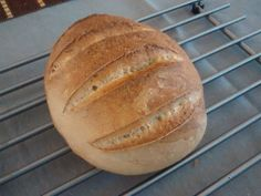 500g all-purpose flour, 10g of salt, 10g of live active yeast and 250ml of water. 25 minutes in the oven at 190C.
