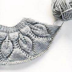 Dahlia  Jeg vet jo innerst inne at du er i overkant feminin for min lille mann men det skader vel ikke å gi deg et lite forsøk til? #dahlia #dahliajakke #leneholmesamsøe #knitting #knittersofinstagram #instaknit #knitting_inspiration #strikke #strikkemamma