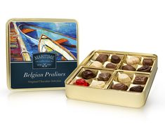 Belgické pralinky ve zlaté bonboniéře z kolekce Maritime. The Selection, Waffles, Cube, Chocolate, The Originals, Breakfast, Food, Morning Coffee, Essen