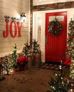 'Joy to the World! The Lord is come! Let Earth receive her King!'  #christmasinspo #christmasideas #christmaslights #frontdoor