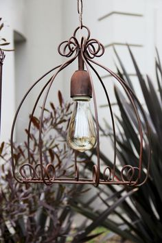 Cheap Home Decor, Diy Home Decor, Wrought Iron Decor, Diy Chandelier, Outdoor Rooms, Outdoor Decor, Wire Crafts, Beauty Room, Wire Art