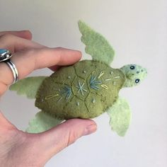 Felt Plush Sewing pattern for 6 different Sea Creatures Felt Felt Crafts, Fabric Crafts, Sewing Crafts, Sewing Projects, Sewing Hacks, Felt Projects, Sewing Diy, Animal Sewing Patterns, Stuffed Animal Patterns