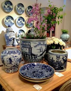 "Pinner wrote: ""Van Thiel has the best reproduction antique blue and white porcelain in the marketplace. I never tire of the timeless elegance that these pieces bring to any interior. Delft, Chinoiserie, Blue And White Vase, Deco Design, Van Design, House Design, Blue China, Love Blue, Ginger Jars"