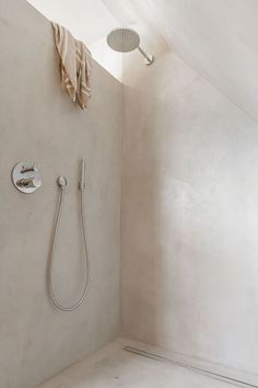 A beautiful, soothing shower area with pale pink tadelakt walls and rain shower head at Bed & Breakfast - Rolleken 24 Target Home Decor, Easy Home Decor, Home Decor Kitchen, Cheap Home Decor, Decor Inspiration, Bathroom Inspiration, Interior Design Inspiration, Interior Ideas, French Home Decor