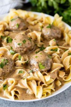 meatball recipes The Best Swedish Meatballs and Gravy are made with a combination of ground pork and beef and spiced to perfection for a flavorful meatball and with a rich and flavorful gravy to go with it! Meatball Stroganoff, Stroganoff Recipe, Meat Recipes, Pasta Recipes, Cooking Recipes, Game Recipes, Barbecue Recipes, Cooking Tips, Meatballs And Gravy