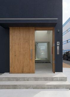 内外の家の玄関(土間・ホール)1 Modern Entrance Door, Door Entryway, House Entrance, Entrance Doors, Gate Design, Door Design, House Design, Entrance Design, Small Buildings