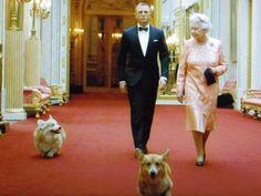 ジェームズ・ボンドと女王…そしてコーギーさん!