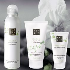 Skin Care For Perfect Skin. When you know the best way to do things you will get to your healthy skin objectives. Amazing skin starts off with great natural skin care. Discover how to adhere to a better routine. Anti Aging Treatments, Body Treatments, Beauty Make Up, Beauty Care, Cosmetic Design, Take Care Of Your Body, Best Natural Skin Care, Perfect Skin, Bottle Design