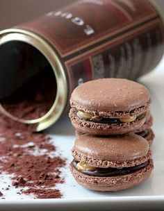 These Snicker mararons look amazing!!