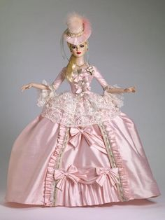 NEW TONNER AMERICAN MODEL COURT GOWN GOWN OUTFIT