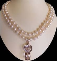 Fancy And Beautiful Creative Necklace Designs Jewelry Shop, Jewelry Design, Jewellery, Pearl Jewelry, Pearl Necklace, Fashion Today, Necklace Designs, Beautiful Necklaces, Pendants
