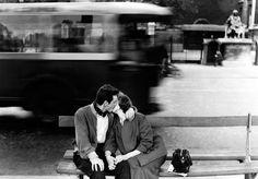 A couple kissing in Gardin, paris, 1954. Photo by Gianni Berengo,