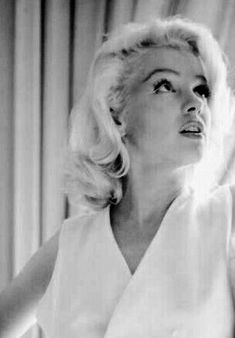 Golden Age Of Hollywood, Vintage Hollywood, Classic Hollywood, Marilyn Monroe Diamonds, Marilyn Monroe Photos, Marilyn Moroe, Imperfection Is Beauty, Gentlemen Prefer Blondes, Norma Jeane