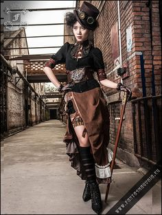 Wondering what is Steampunk? Visit our website for more information on the latest with photos and videos on Steampunk clothes, art, technology and more. Viktorianischer Steampunk, Costume Steampunk, Steampunk Couture, Steampunk Halloween, Steampunk Goggles, Steampunk Design, Steampunk Clothing, Gothic Clothing, Steampunk Necklace