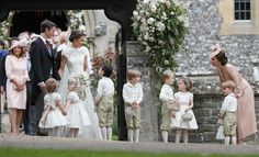 Pippa Middleton and James Matthews Are Married - Nice sisterly moment 20 May 2017