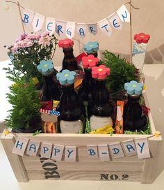 The beer garden as a simple DIY men gift … – DIY Geschenke – DIY Gifts – birthday Bday Gifts For Him, Diy Gifts For Men, Easy Diy Gifts, Simple Gifts, Birthday Gifts, Men Gifts, Simple Diy, Birthday Basket, Men Birthday