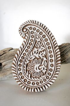 paisley block print stamp from India. This is a link to a wonderful Etsy shop for hand carved stamps, gorgeous, I would love this as a ring Wood Carving Patterns, Wood Patterns, Fabric Patterns, Motif Paisley, Paisley Design, Paisley Print, Textiles, Diy Stamps, Indian Block Print