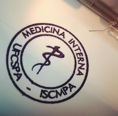 Bom dia! Logo medicina interna ufcspa em azul marinho já tem teu Uniform? Pede pelo uniform@uniformdoseujeito.com.br ou www.lojauniform.com.br ❤️