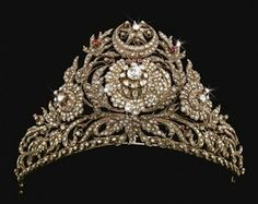 This rare ruby and diamond tiara comes from the Ottoman Empire, Turkey, c. 1800