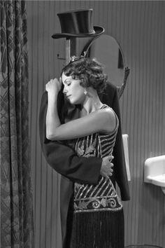 Photos du film The Artist, Bérénice Bejo hugging coat on rack