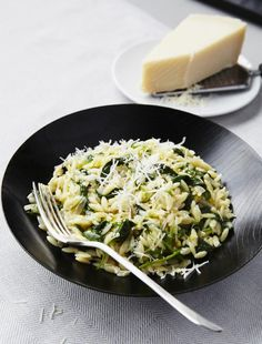 Orzo with spinach, risotto style – Châtelaine by patriciasoulard Spinach Risotto, Good Mood, Vegetable Recipes, Nom Nom, Food And Drink, Menu, Vegetables, Cooking, Ethnic Recipes
